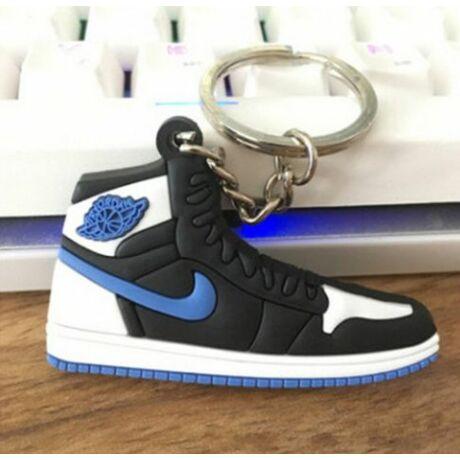 Pipás cipő kulcstartó
