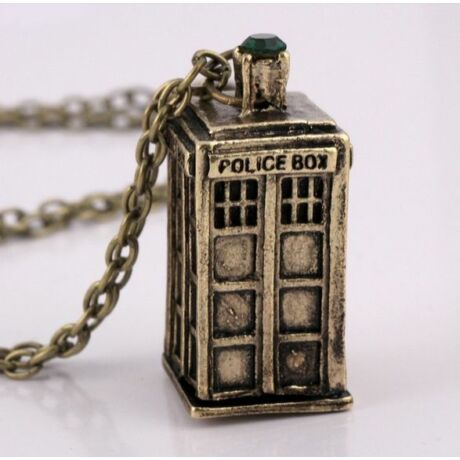 Ki vagy, doki? (Doctor Who) stílusú TARDIS nyaklánc