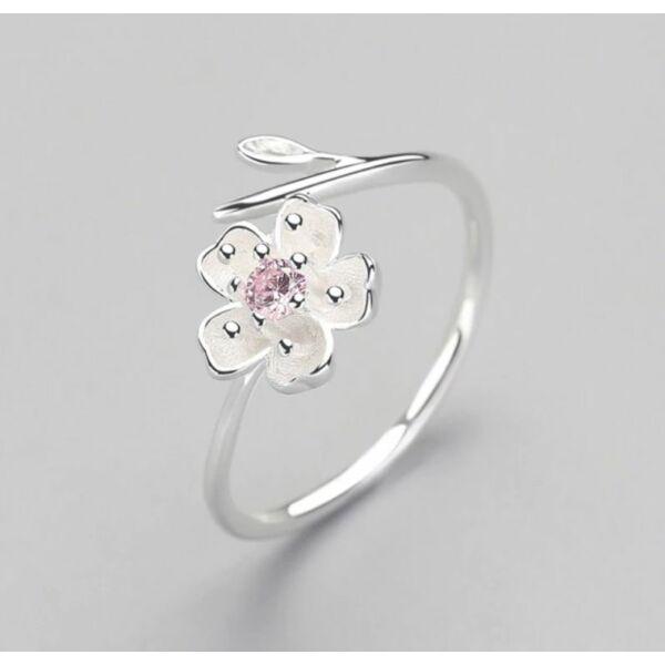 Virágos ezüst gyűrű cirkon kővel