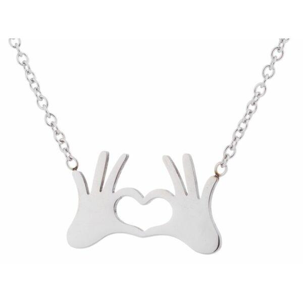Szívet formázó kezek nyaklánc